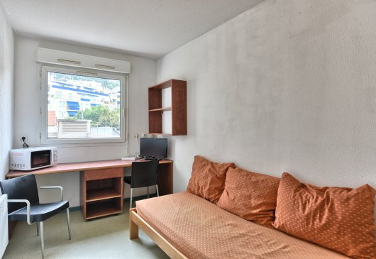 Independent furnished studio