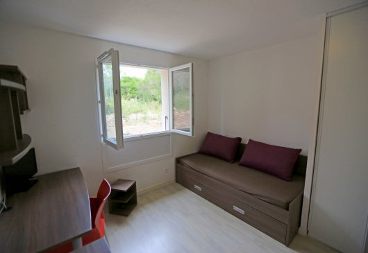 Furnished studio s/e oriented