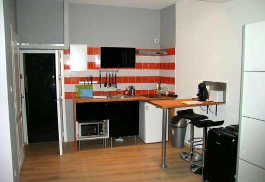 Apartment amid Carmes quarter