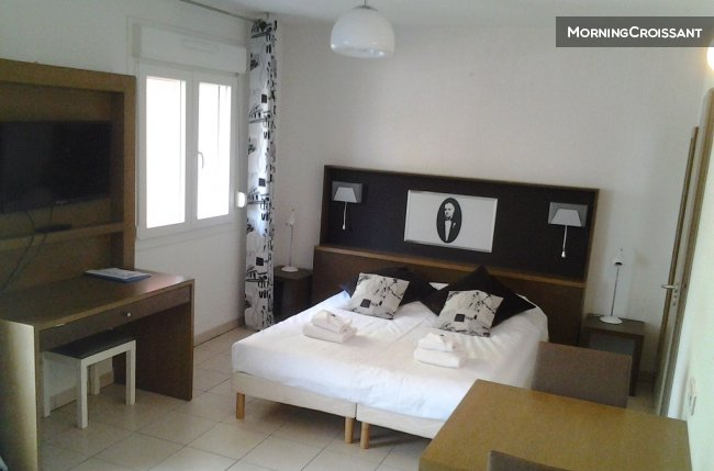 Spacious studio for 4 in Antibes