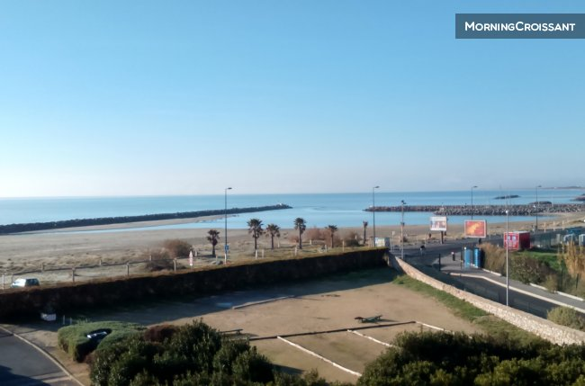 Renovated, seaview, 50 m Beach