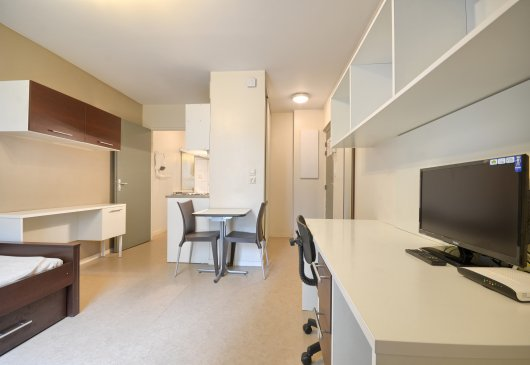 Comfortable & modern short rental
