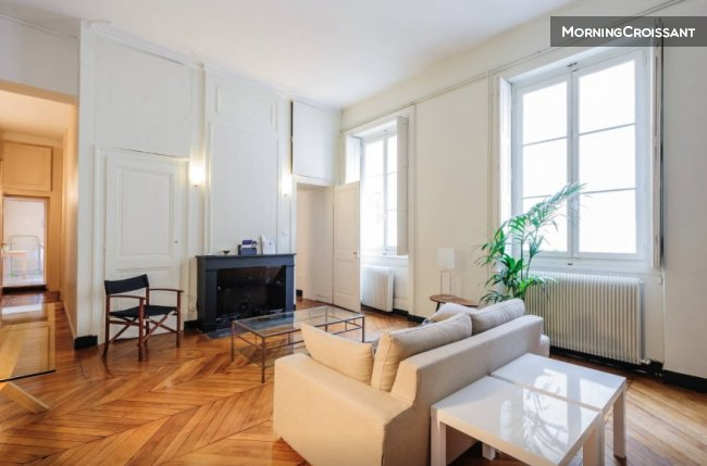 Large apartment place Bellecour