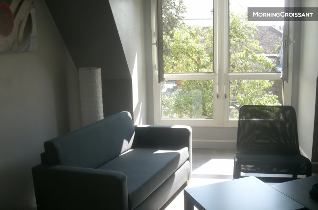 1 bedroom flat 10 ' from Insead