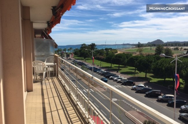 Large flat,sea view, 100m to beach