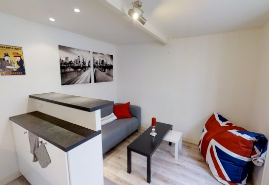 Superb & renovated 1BR apt Clichy