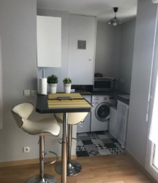 Large studio furnished with balcony
