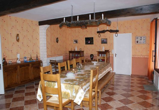 Rental in village of Guitres