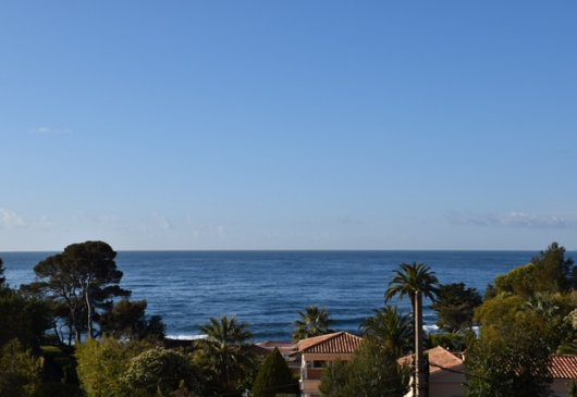 2 bdr 100m from the beach see view