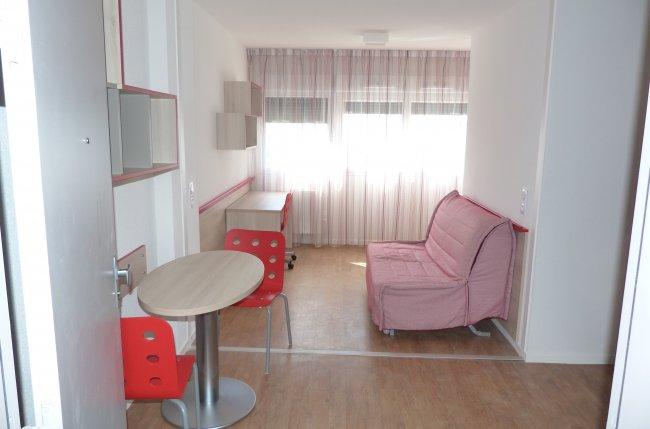 Apartment for 2 near the station