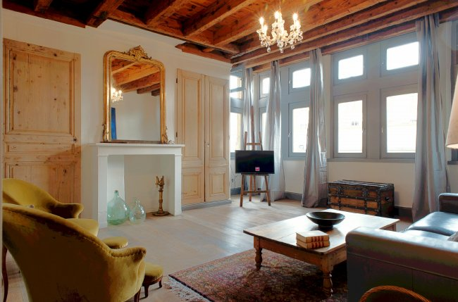 2BR in the heart of old Lyon.