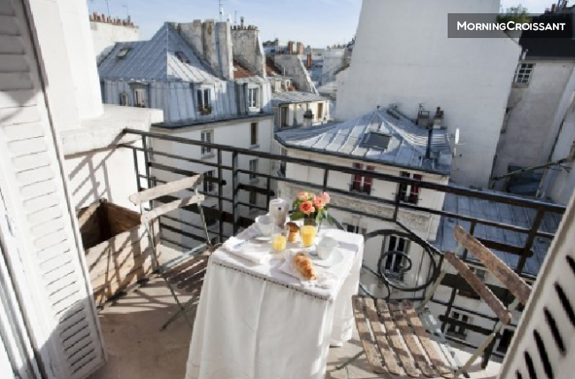 Paris Center / Sunny Balcony