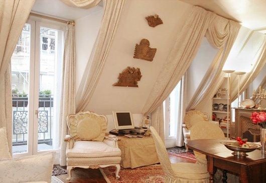 Studio with balcony in le Marais