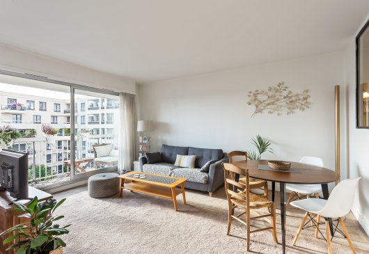 Large and bright 1 br flat