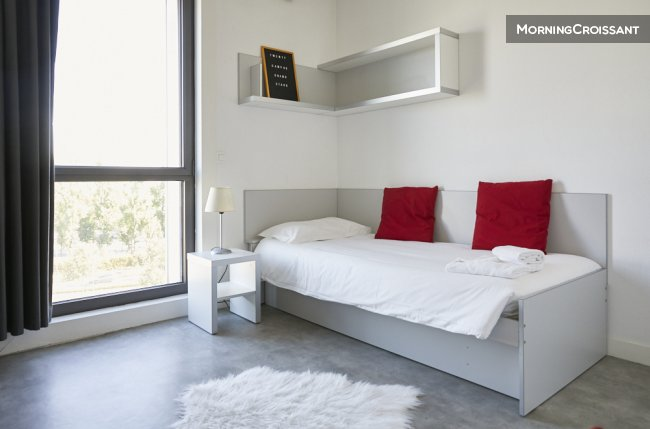 Furnished studio - simple bed