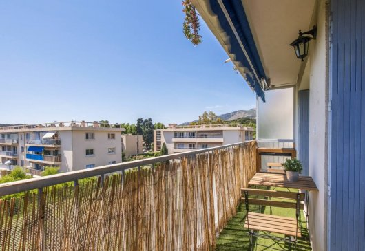 Bright 3 room apartment with balcon