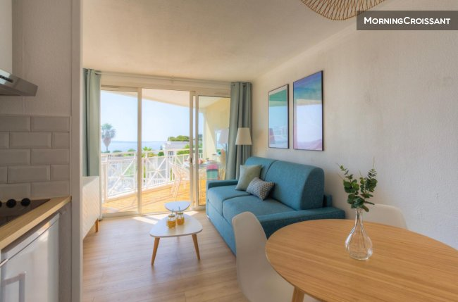Great studio with sea view terrace