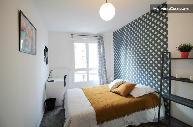 Spacious and quiet room in Clichy