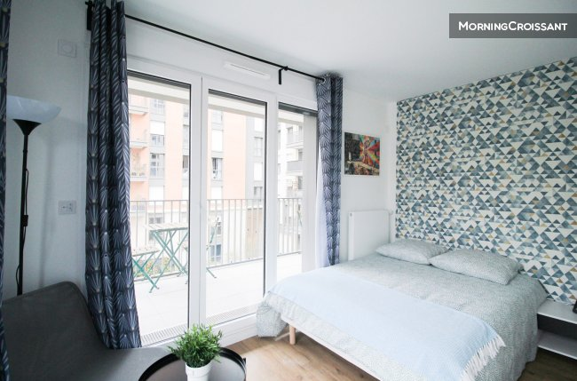 Very bright room in Clichy