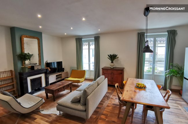 Nicely renovated 2BR flat in centre